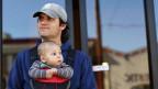 Die Forderung von Travailsuisse: Vier Wochen Vaterschaftsurlaub, in denen 80 Prozent des Lohnes bezahlt werden.