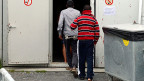 Immer wieder wird der Vorwurf laut, Asylbewerber kämen nur in die Schweiz, um die Rückkehrhilfe zu kassieren. Das Bundesamt für Migration hat nun Zahlen dazu.