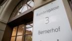 Die Umsetzung des neuen Führungsmodells: eine Herkulesaufgabe. Bild: Eingang zum Bernerhof, Sitz des Eidg. Finanzdepartementes EFD und der Eidg. Finanzverwaltung EFV in Bern.