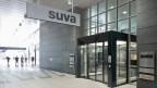 Die Suva begründet den Verzicht auf eine weitere Prämiensenkung damit, dass ein neues finanzielles Gleichgewicht erreicht worden sei. Bild: Sitz der SUVA an der Rösslimattstrasse in Luzern.