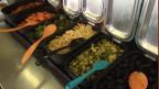 Das «Buffet Dreieck» bietet jeden Mittag ein warmes Buffet an, frisch zubereitet aus überschüssigen Esswaren.