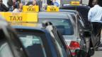 Die Fahrt mit «Uber» ist günstiger als mit einem konventionellen Taxi: Bild: koventionelle Taxis am Hauptbahnhof in Zürich.