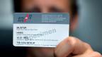 Die AHV-Nummer soll zur Bürgernummer werden - ob in der Justiz, auf dem Sozialamt, bei den Steuerverwaltung oder auf dem Strassenverkehrsamt. Der Datenschützer wehrt sich dagegen.