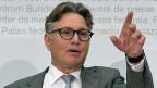 Der eidgenössische Datenschützer Hanspeter Thür an der Jahres-Medienkonferenz in Bern.