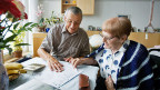 Bei der Zeitvorsorge geht es in erster Linie um die Alten-Betreuung. Die Pflege bleibt Spezialisten überlassen.