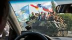 Wegen der Rolle, die Russland im Krieg in der Ostukraine spielt, verschärft nun auch die Schweiz ihre Massnahmen gegen russische Personen und Unternehmen. Bild: Pro-russische Separatisten am 2. August in Donezk.