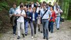 Bundesrätin Simonetta Sommaruga auf einem Spaziergang entlang der Aare mit Medienleuten. Thema: Die Schweizer Asylpolitik.