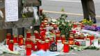 Kerzen, Blumen und Briefe zum Gedenken an Lucie Trezzini. Das Mädchen war am Abend des 4. März 2009 getötet worden.