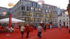 Raiffeisen schenkte der Stadt St. Gallen ein Kunstwerk in Form einer Quartiergestaltung. Das Bleicheli-Quartier mit seinen vier markanten Raiffeisen-Gebäuden ist zu einem Begegnungsraum geworden.