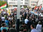 Mehrere hundert Personen haben am Samstag, 16. August, in Basel an einer Kundgebung gegen den Terror der Gruppe Islamischer Staat (IS) im Irak teilgenommen. Dazu aufgerufen hatte die Kurdische Gesellschaft in der Schweiz. Vom Terror besonders betroffen sind die Jesiden, eine religiöse Minderheit unter den Kurden.