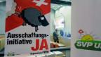 Plakat der  SVP-Ausschaffungsinitiative. Das Schweizer Stimmvolk nahm am 28. November 2013 die Initiative knapp an.