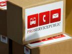 """Die Pakete mit den gesammelten Unterschriften stehen vor der Bundeskanzlei, bei der Einreichung der Initiative """"Pro Service Public"""" am Donnerstag, 30. Mai 2013 vor der Bundeskanzlei in Bern."""