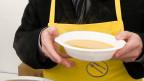 Gratis-Suppenausgabe für Bedürftige am Nationalen Suppentag der «Schweizer Tafel». Symboldbild.