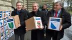 Einreichung der Volksinitiative «Rettet unser Schweizer Gold»: Lukas Reimann, SVP Aargau, Bernhard Hess, Schweizer Demokraten Bern, Hans Fehr, SVP Zürich.