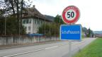 Schafhausen und sein altes Schulhaus, das nun zur Asylunterkunft umgebaut wird.