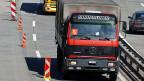 Viele Lastwagenchauffeure halten sich nicht an die Ruhezeiten - ihre Chefs kommen meist ungeschoren davon.
