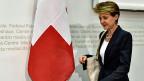Der Bundesrat will obligatorische Massnahmen einführen, um Lohndiskriminierung von Frauen zu bekämpfen. Bundesrätin Simonetta Sommaruga informiert darüber an der Medienkonferenz in Bern.