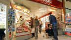 Ein Kiosk der Westschweizer Kioskkette Naville in Siders/Sierre. Valora hat Naville übernommen.