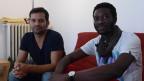 Vermieter Roberto Vergara (links) mit seinem Untermieter Kiswensida Ruamba.