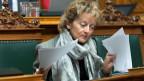 Bundesrätin Eveline Widmer-Schlumpf befasst sich im Nationalrat in Bern mit dem Voranschlag 2015.