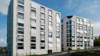 Wohnblöcke einer neuen städtischen Wohnsiedlung in Zürich. Seit September werden die 104 preisgünstigen Wohnungen in Etappen bezogen.