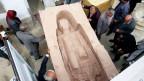 Eine Statue aus Afghanistan wird vorübergehend im «Afghanistan Museum im Exil» in Bubendorf untergebracht. Bild-Copyright: Friedel Ammann.