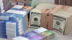 Der National will Bargeldzahlungen über 100'000 Franken nicht verbieten und auch Händler nicht zu grösserer Sorgfalt verpflichten.
