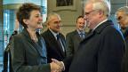 Bundespräsidentin Simonetta Sommaruga, Ständeratspräsident Claude Hêche und Nationalratspräsident Stéphane Rossini begrüssen EGMR-Präsident Dean Spielmann.