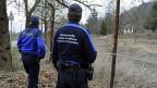 Grenzwache und Kantonspolizei am löchrigen Grenzzaun bei Stabio im Tessin. Gerade einmal 20 Personen wurden 2012 wegen gewerbsmässigen Menschenschmuggels verurteilt.