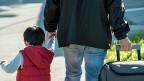 Vorläufig aufgenommene Flüchtlinge sollen beim Familiennachzug, beim Zugang zum Arbeitsmarkt und bei der Sozialhilfe gleich lange Spiesse haben wie anerkannte Flüchtlinge, das fordert die Migrations-Kommission.
