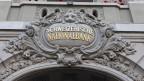 Das Risiko hat zugenommen, denn gegenwärtig muss die Nationalbank wieder aktiv den Mindestkurs von 1 Franken 20 pro Euro verteidigen.