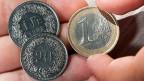Veritable Überraschung: Die Schweizerische Nationalbank hebt  den Euro-Mindestkurs von 1.20 Prozent per sofort auf.