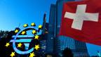 Dreieinhalb Jahre hat der Schutzschirm für die Schweizer Exportindustrie gut funktioniert, nun ist Schluss mit dem Mindestkurs.