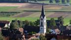 Noch ist die Kirche in Benken im Dorf. Das geplante Atomendlager im Zürcher Weinland hätte zwar positive Auswirkungen für die dortige Wirtschaft, würde aber auch einen Imageschaden bewirken.