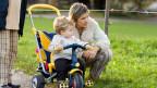 «Familien stärken!», ruft die CVP und verlangt, dass Eltern auf Kinder- und Ausbildungszulagen keine Steuern mehr bezahlen müssen.