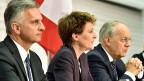 Bundesrat Didier Burkhalter, Bundesrätin Simonetta Sommaruga und Bundesrat Johann Schneider-Ammann informieren gemeinsam über ihre Pläne zur Umsetzung der Zuwanderungsbegrenzung.