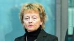 Bundesrätin Eveline Widmer-Schlumpf auf dem Weg, die die Rechnung des Bundes zu präsentieren.