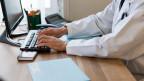 Freiwillig oder nicht? Über das elektronische Patientendossier debattiert in gut drei Wochen der Nationalrat.
