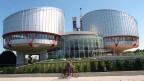EGMR in Strassburg. Das öffentliche Interesse an den Missständen sei höher zu gewichten als die Privatsphäre der Versicherungsagenten, hat der Europäische Gerichtshof für Menschenrechte in Strassburg befunden.