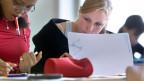 Die privilegierten «Gedrillten» kämen ins Gymi und nicht die tatsächlich Leistungsstarken. Junge Gymnasiastinnen während des Unterrichts.