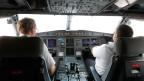 Wenn der Pilot oder Co-Pilot das Cockpit verlässt, muss vorübergehend ein anderes Crew-Mitglied vorne Platz nehmen. Symbolbild.