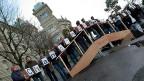 «Chancenungleichheit!» steht auf den Schachteln mit den gesammelten Unterschriften. Der Verband der Schweizer Studierenden ist sicher: In die Bildung zu investieren lohnt sich. Abgestimmt wird am 14. Juni.