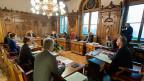 Die Protokolle der Bundesratssitzungen sollen zeigen, welche Argumente bei einer Sitzung im Spiel waren; so schreibt es das Gesetz vor. Daran halte sich der Bundesrat bis jetzt nicht, bemängeln die Geschäftsprüfungskommissionen von National- und Ständerat.