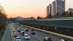 Viele Autofahrerinnen und Autofahrer können für ihren Arbeitsweg zehntausende Franken vom steuerbaren Einkommen abziehen - das bewirkt eine deutlich niedrigere Steuerrechnung.
