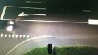 Wenn kein Auto kommt, dimmen die Lampen auf die 50 Prozent Licht herunter, genug für die Fussgänger.