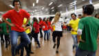 Schülerinnen und Schüler beim Projekt «Step into action» Die neue Studie zeigt: Die Jugend in der Schweiz will mitreden.