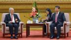 Bundesrat Johann Schneider-Ammann mit dem chineischen Präsidenten Xi Jinping, am 29. Juni in der Grossen Halle des Volkes in Peking.