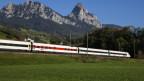 Eine Neigezug-Komposition auf der Gotthardstrecke.