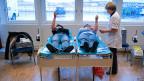 Das Schweizerische Roten Kreuz liefert das Zuviel an Blutkonserven in griechische Spitäler - auch wenn die Rechnungen unbezahlt bleiben.