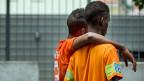 Zwei junge Asylbewerber im Empfangs- und Verfahrenszentrum Chiasso. Deutlich mehr als die Hälfte aller neuen Asylsuchenden stammt zurzeit aus Eritrea - 2200 waren es alleine im Juni.
